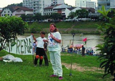 Manifestação contra poluição do Rio Itajaí, em 1989. Foto: Arquivo Pessoal.